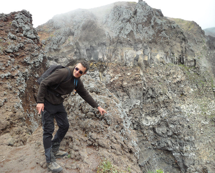 Guide on Vesuvius mountain